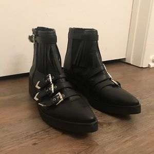 Super chic side buckle black ankle booties